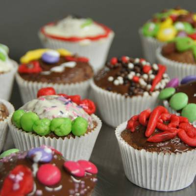 Cucina e decorare muffin nel Randolins Family Resort***